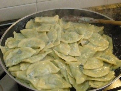 Salteando los Ravioli con mantequilla