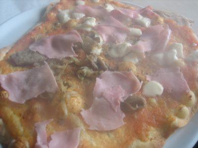 Pizza con jamón cocido y setas