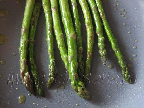 Como saltear unos esp rragos verdes r pida y fresca - Como cocinar judias verdes frescas ...