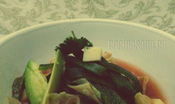 Agrega el consomé y disfruta de tu sopa