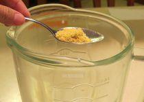 Añadir el consomé a la preparación para licuar y preparar la crema