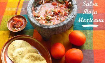 Salsa de tomate mexicana en molcajete