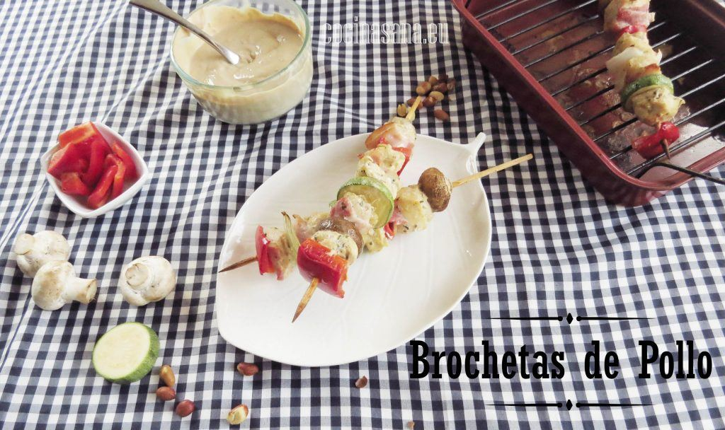 Brochetas de Pollo en Salsa de Cacahuate y Chipotle