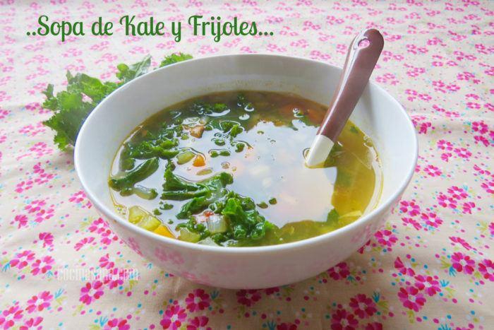 receta fácil de sopa de frijoles y kale